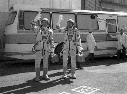 Soyuz T-13 crew before departure1