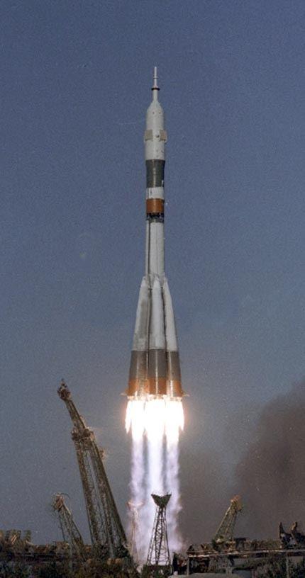 Soyuz-T-13_launch1