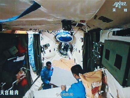 Shenzhou-10 dia 4 03