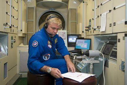 Soyuz TMA-11 02