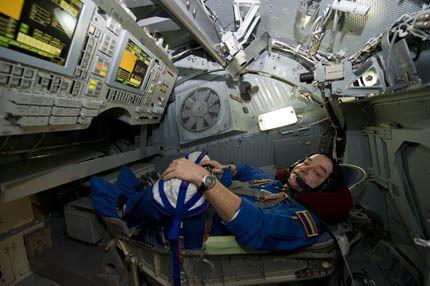 Soyuz TMA-11 03