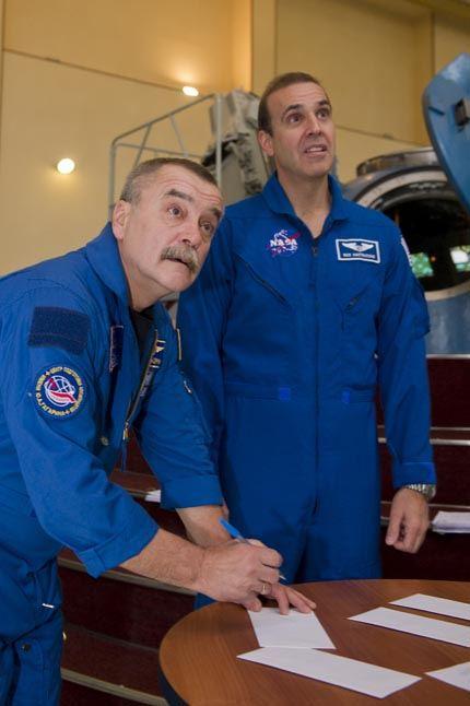 Soyuz TMA-11 04