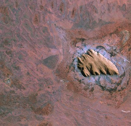 Uluru_Ayers_Rock_large